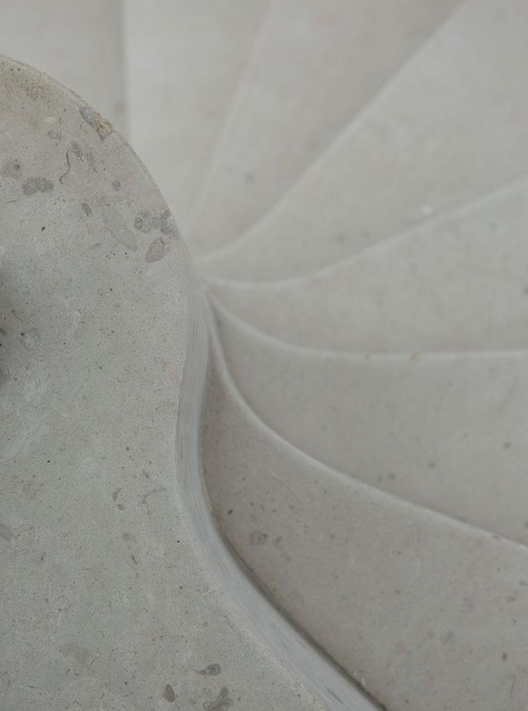 Escalier hélicoïdal en pierre de Comblanchien