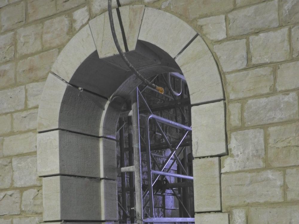 Encadrement de fenêtre en pierre