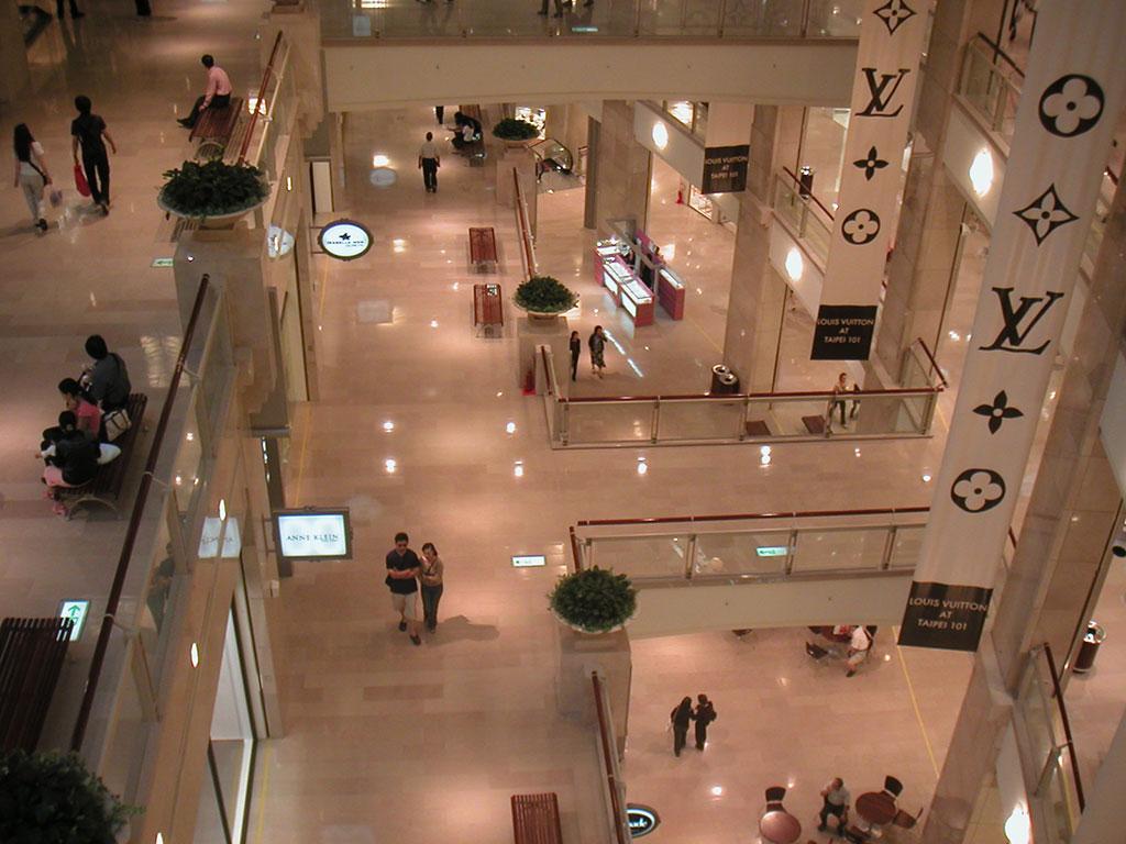 Pierre de Comblanchien aménagement de centre commercial