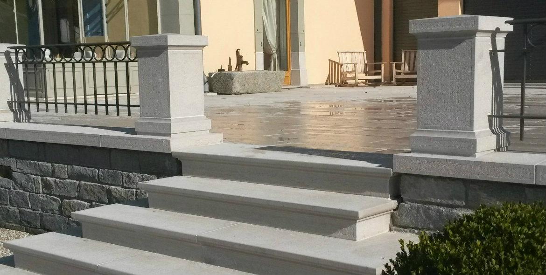 Escalier et piliers en Comblanchien