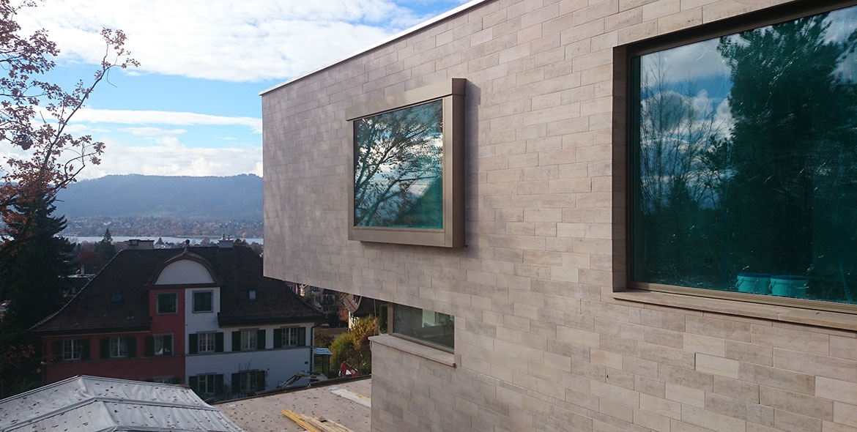 Façade en pierre de Beaunotte en Suisse