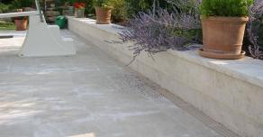 Aménagement de pourtour de piscine en pierre de Bourgogne