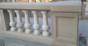 Balustre et main courante en pierre de Comblanchien