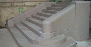 Escalier massif en pierre de Comblanchien