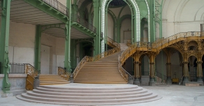 Escalier massif au Grand Palais à Paris