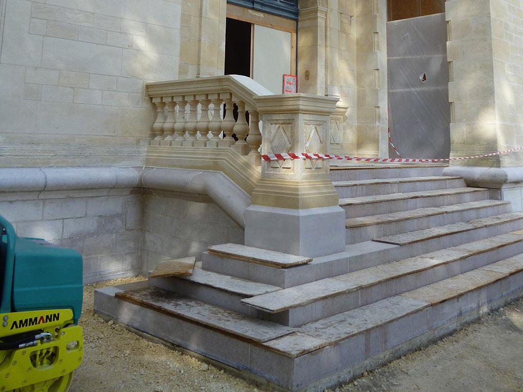 taille de pierre escalier chateau